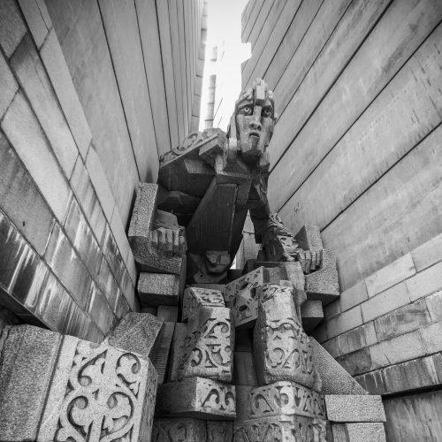 """Статуя на Княз Борис I, част от архитектурния комплекс """"Създатели на българската държава"""" над гр. Шумен"""